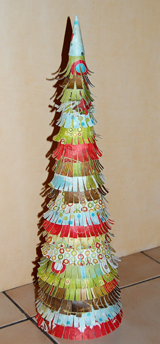 here is a really easy and fast tutorial for paper covered christmas trees i made these to decorate my table for the craft show i was in a couple of weeks - Easy Christmas Tree